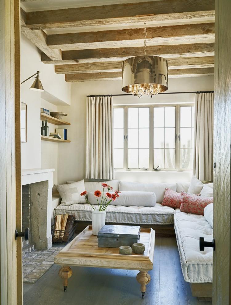 small-mediterranean-living-room