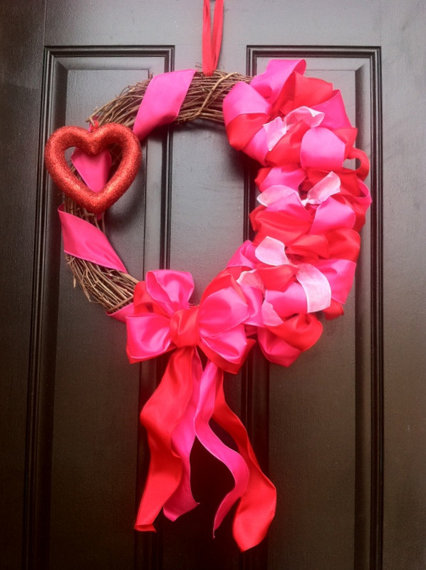 30 amazing wreath ideas for valentine s day. Black Bedroom Furniture Sets. Home Design Ideas