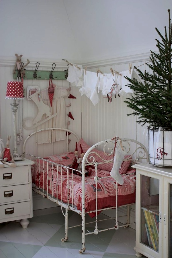 kids-room-christmas-decor-ideas-11