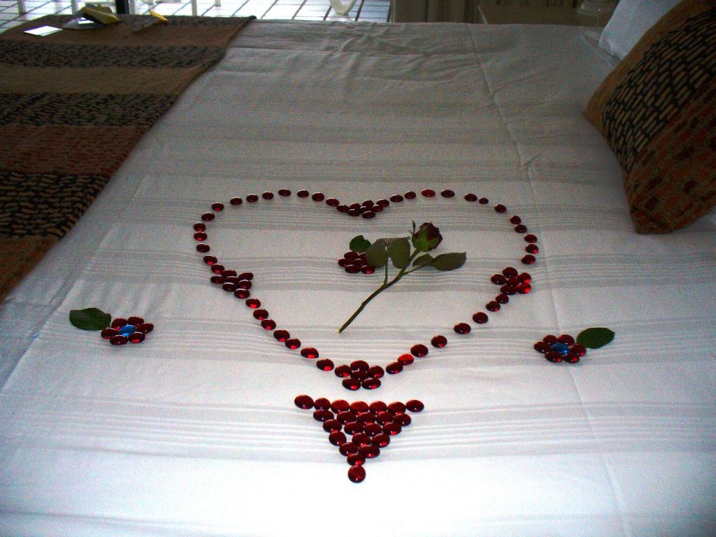 romantic-valentines-bedroom-decorating-ideas-12