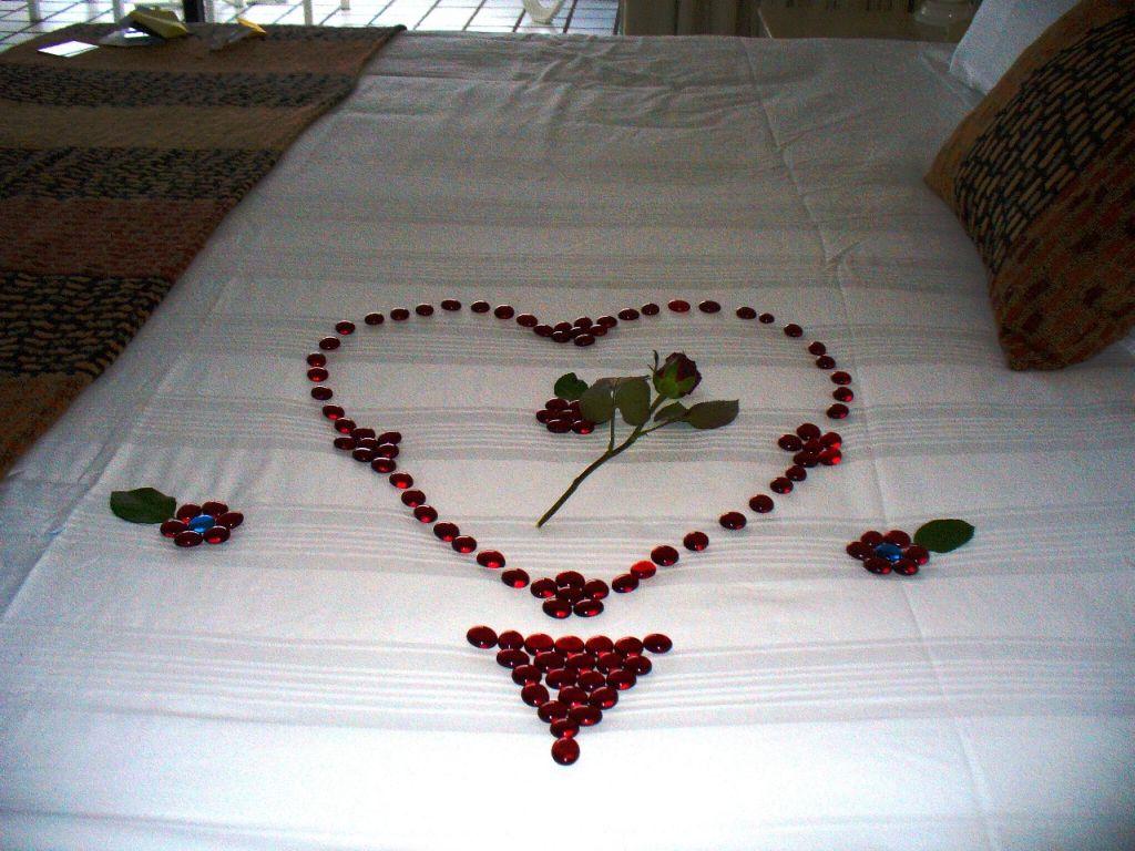romantic-valentines-bedroom-decorating-ideas-12