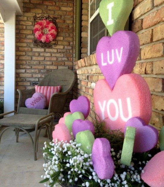 unique-outdoor-valentine-decor-ideas-3