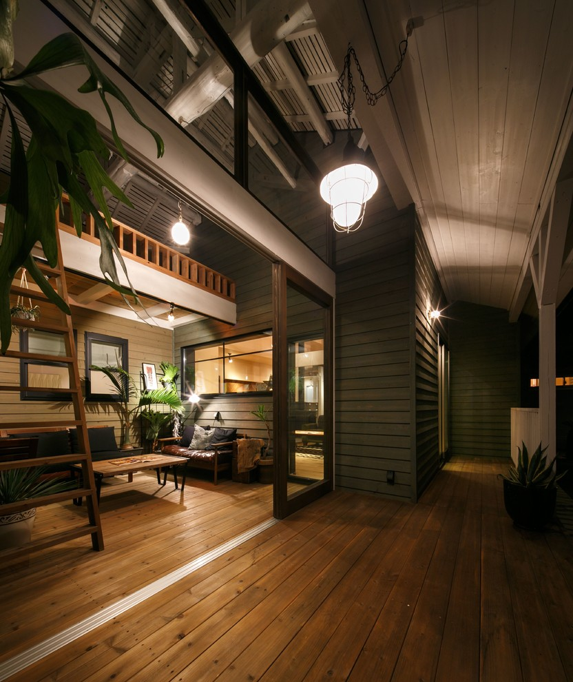 Midcentury Backyard Deck Design
