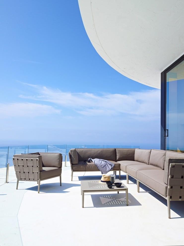 Modern Rooftop Backyard Deck Design