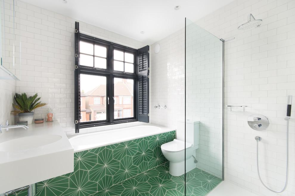 Dynamic Contemporary Bathroom