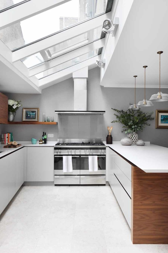 All White U-Shaped Kitchen Design