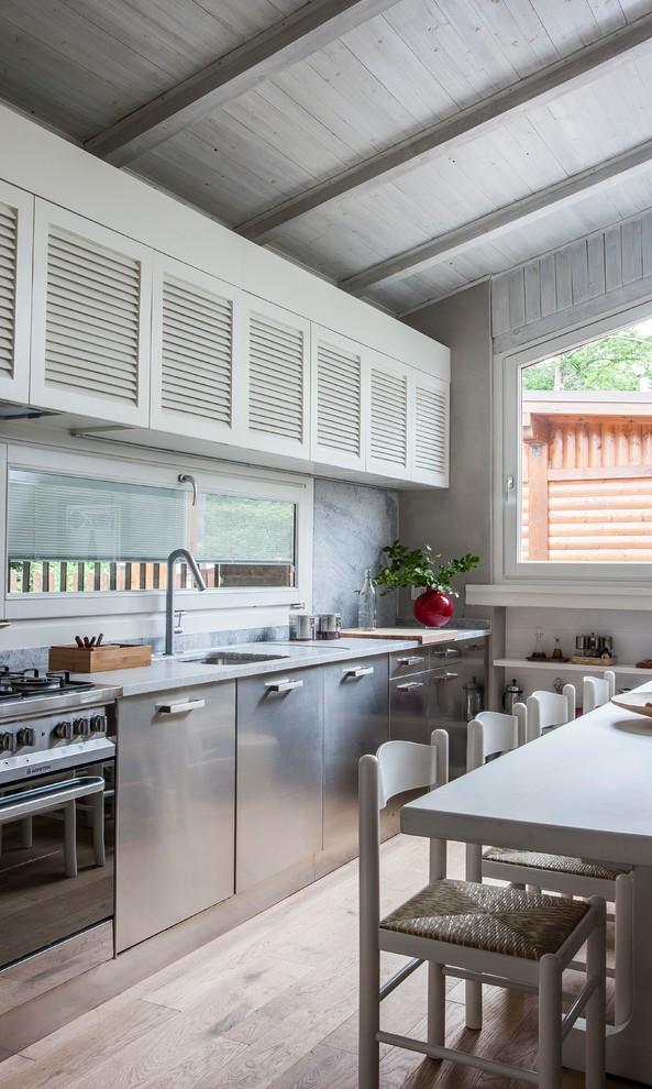 Farmhouse Eat-In Kitchen