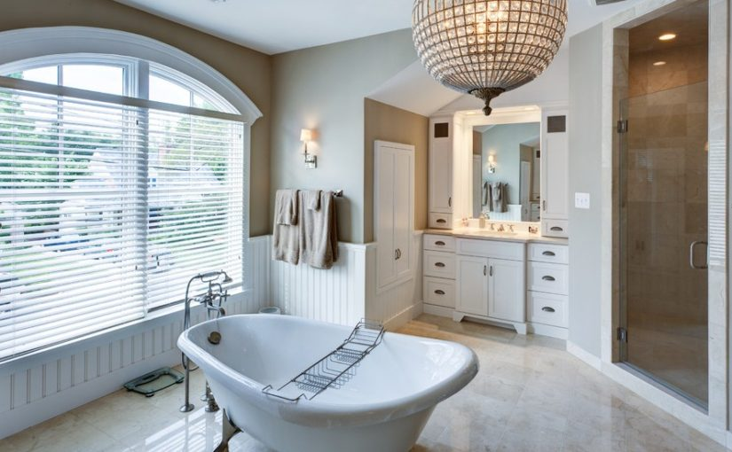 Modern Bathroom Design With Claw-Foot Tub