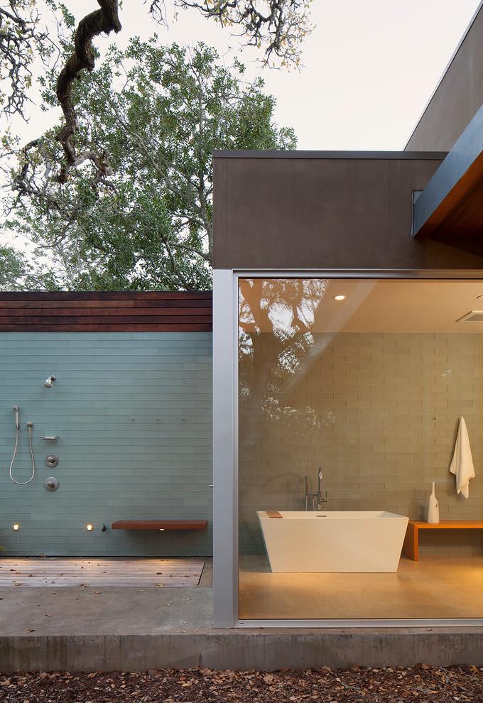 Modern Bathroom Design With Freestanding Tub