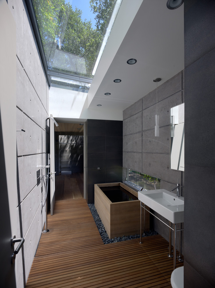 Modern Bathroom Design With Japanese Tub