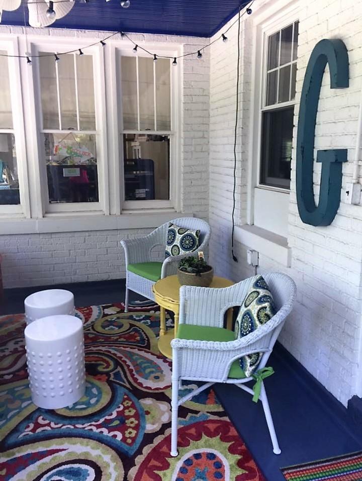 Shabby-Chic Style Backyard Porch Design