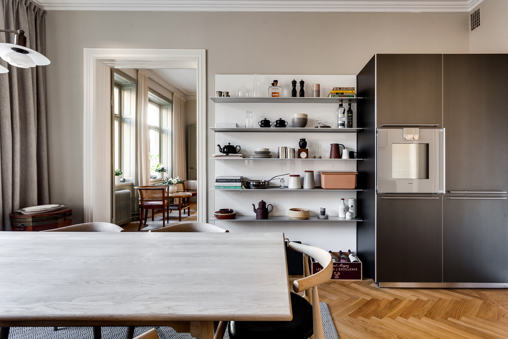Shabby-Chic Style Eat-In Kitchen