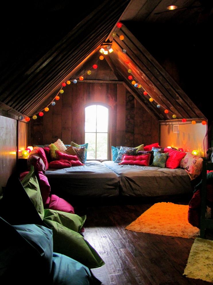 Christmas Attic Bedroom Decoration Ideas
