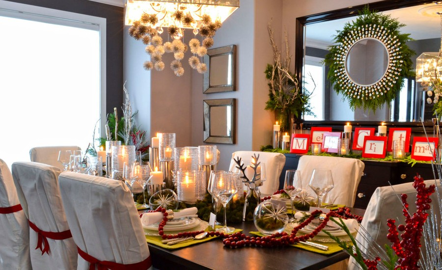 35 christmas decoration ideas for 2017 for Holiday dining room decorating ideas
