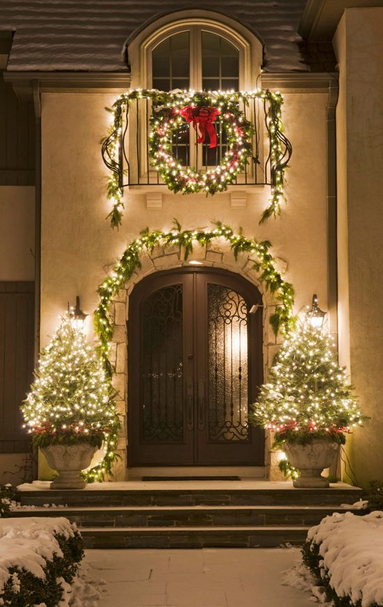 outdoor christmas decorations outdoor christmas garland ideas