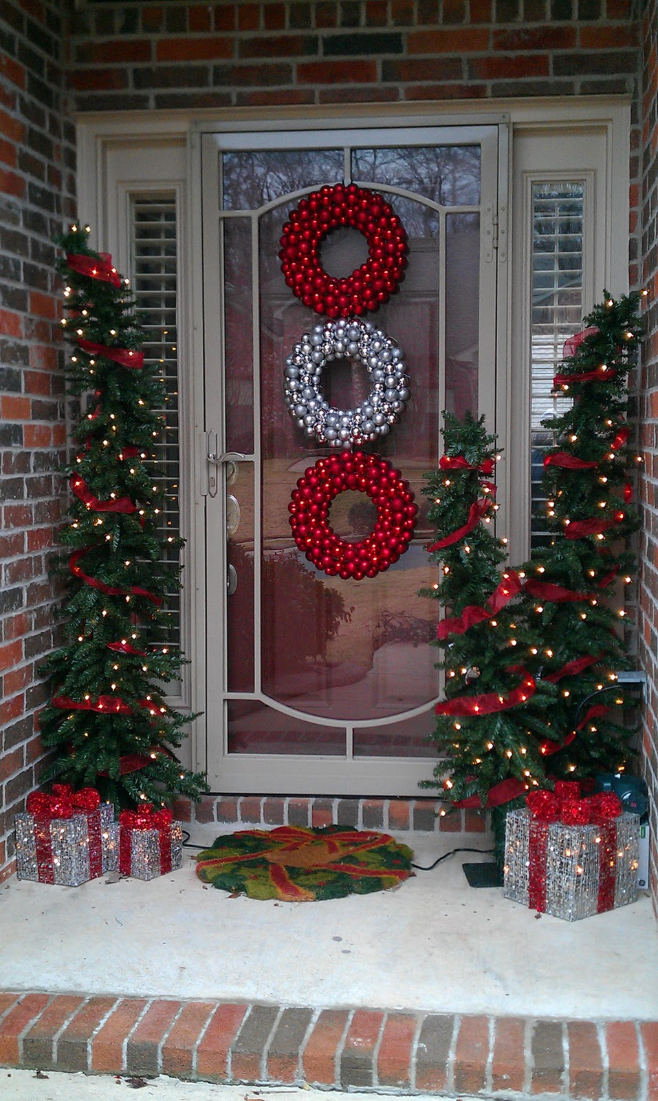 christmas door decorating ideas - Outdoor Christmas Decorations Small House