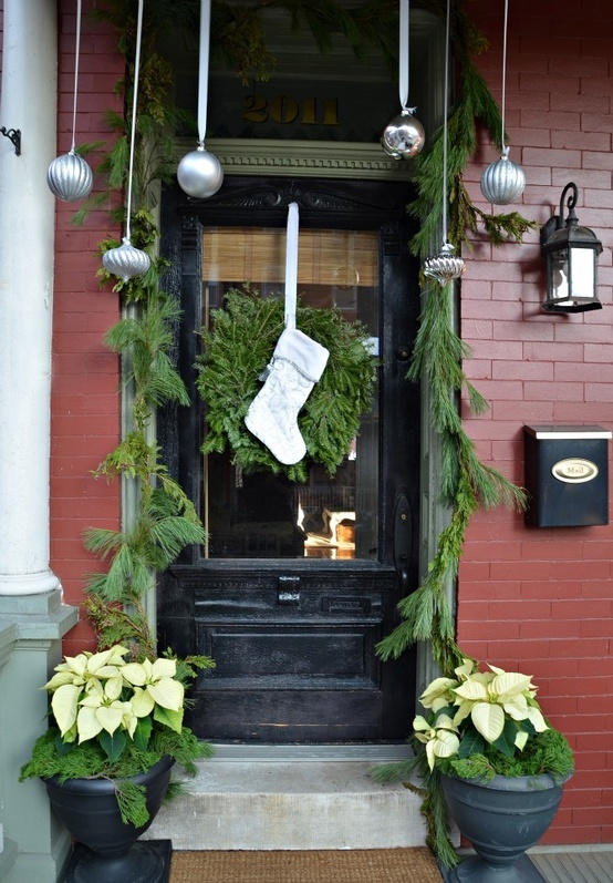 DIY Front Porch Christmas Decorating Ideas