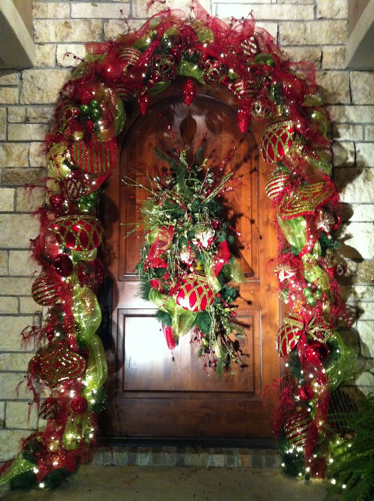 entry porch christmas decorating ideas front door christmas deco idea - Front Door Entrance Christmas Decoration