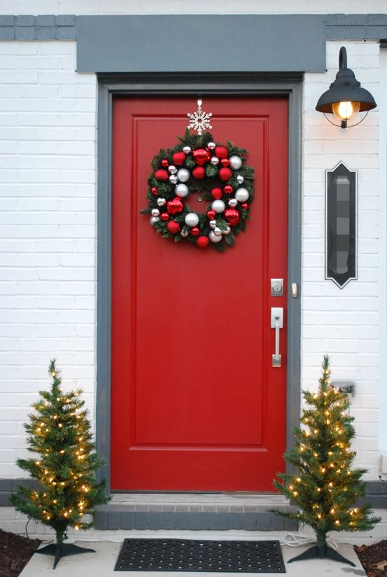 Front Doors Christmas Decorations. Front Porch Christmas Decorating Ideas