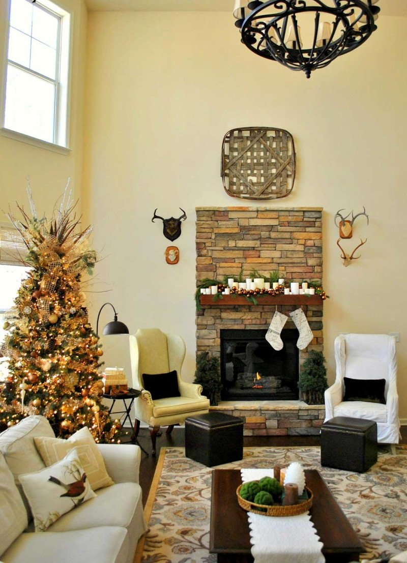 25 stunning christmas living room decor ideas Holiday apartment decorating ideas