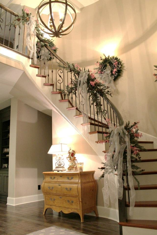 Staircase Garland Designs For Christmas