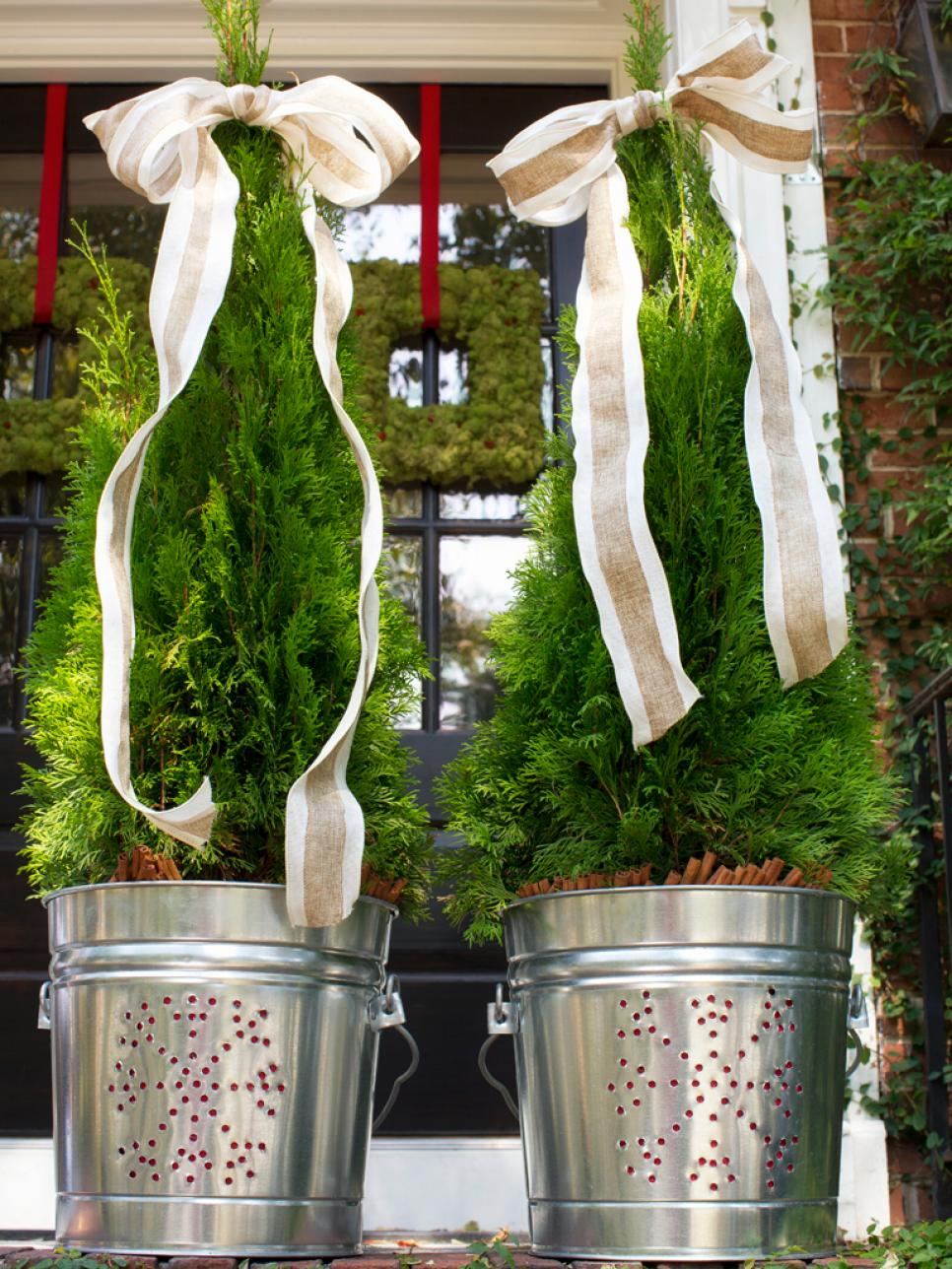 30 Best Outdoor Christmas Decorations Ideas on Patio Decorating Ideas With Lights id=98202