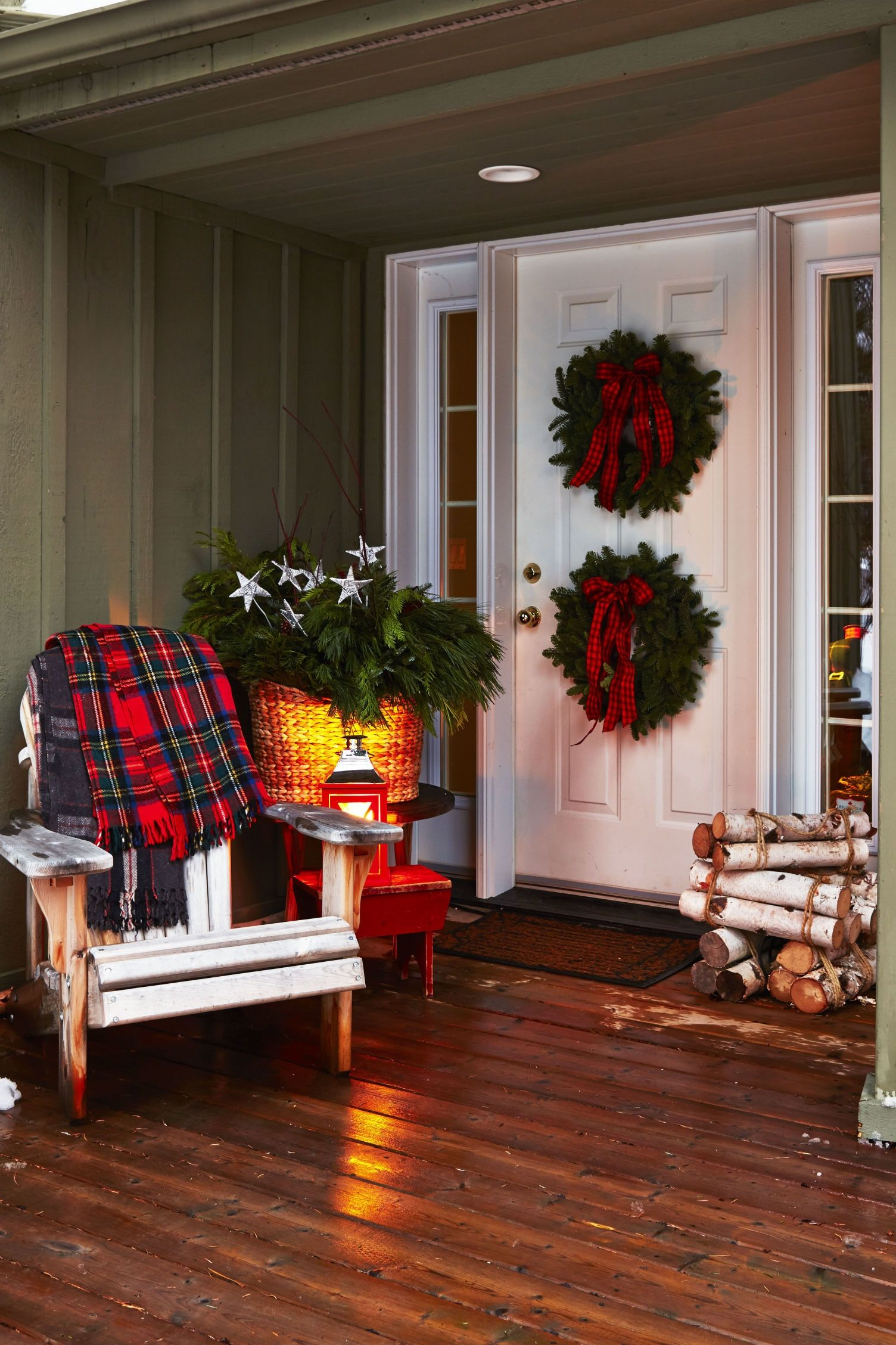 30 Best Outdoor Christmas Decorations Ideas on Patio Decorating Ideas With Lights id=29281