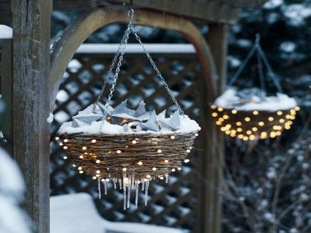 30 best outdoor christmas decorations ideas for Outdoor hanging ornaments