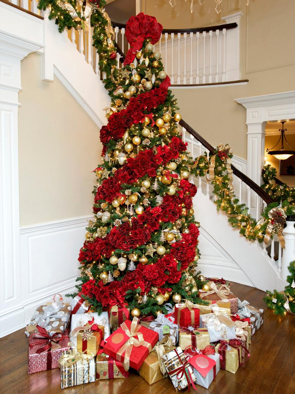 blooming christmas tree decorated with flowers - Best Christmas Decorating Ideas