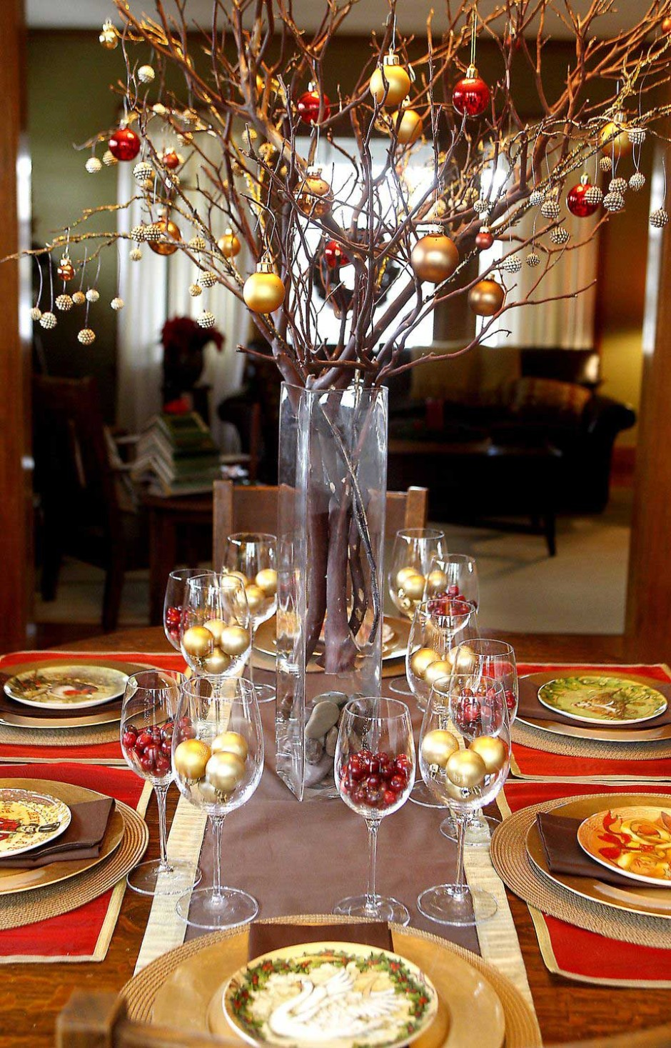 Luxury Christmas Party Centerpiece Idea with Gold Christmas Balls dwellingdecor