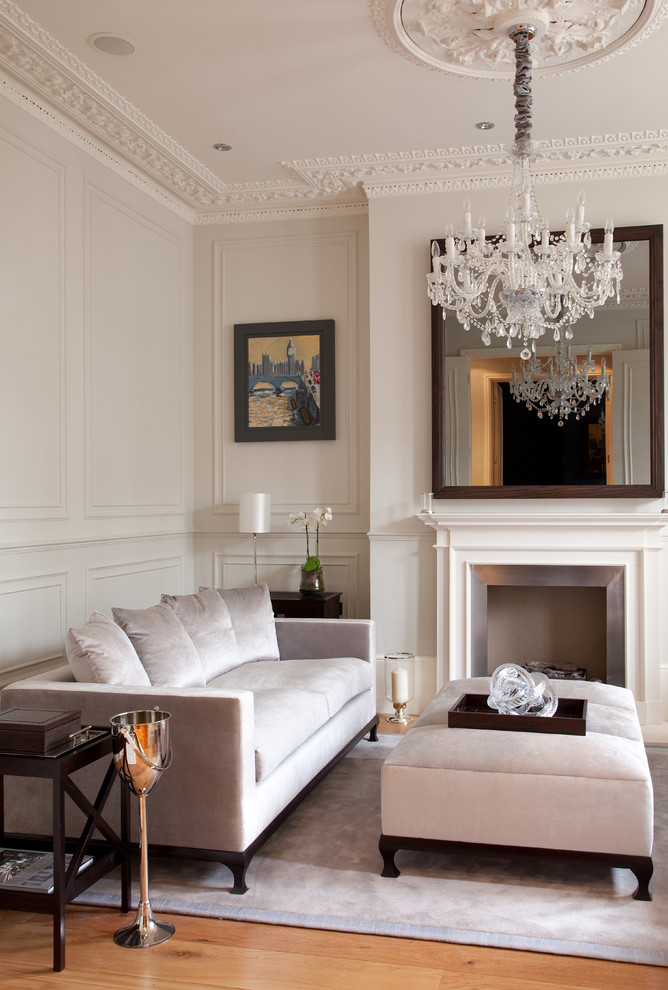 Pretty-Victorian-Living-Room-Design