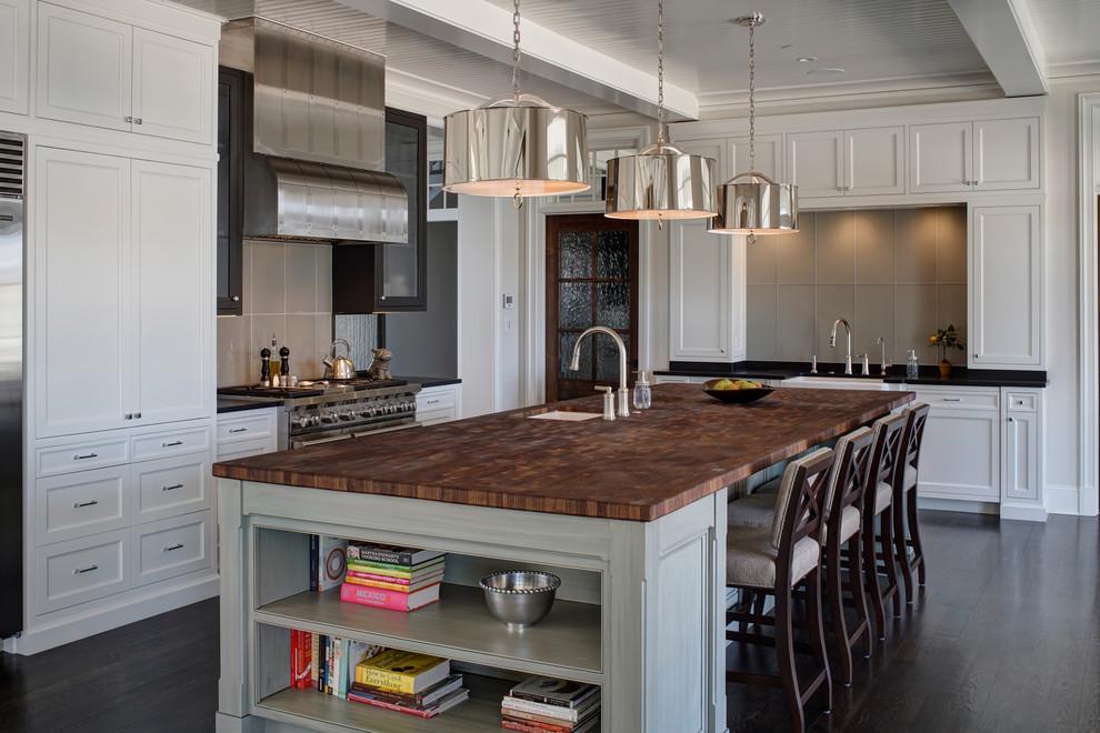 Transitional I shaped Kitchen