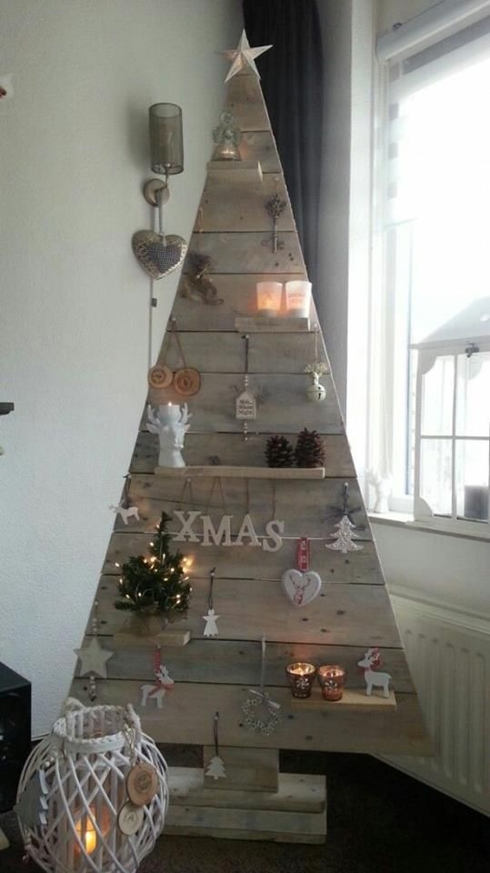 unique christmas tree made with reclaimed pallet thewowdecor - Unique Christmas Tree Decorations