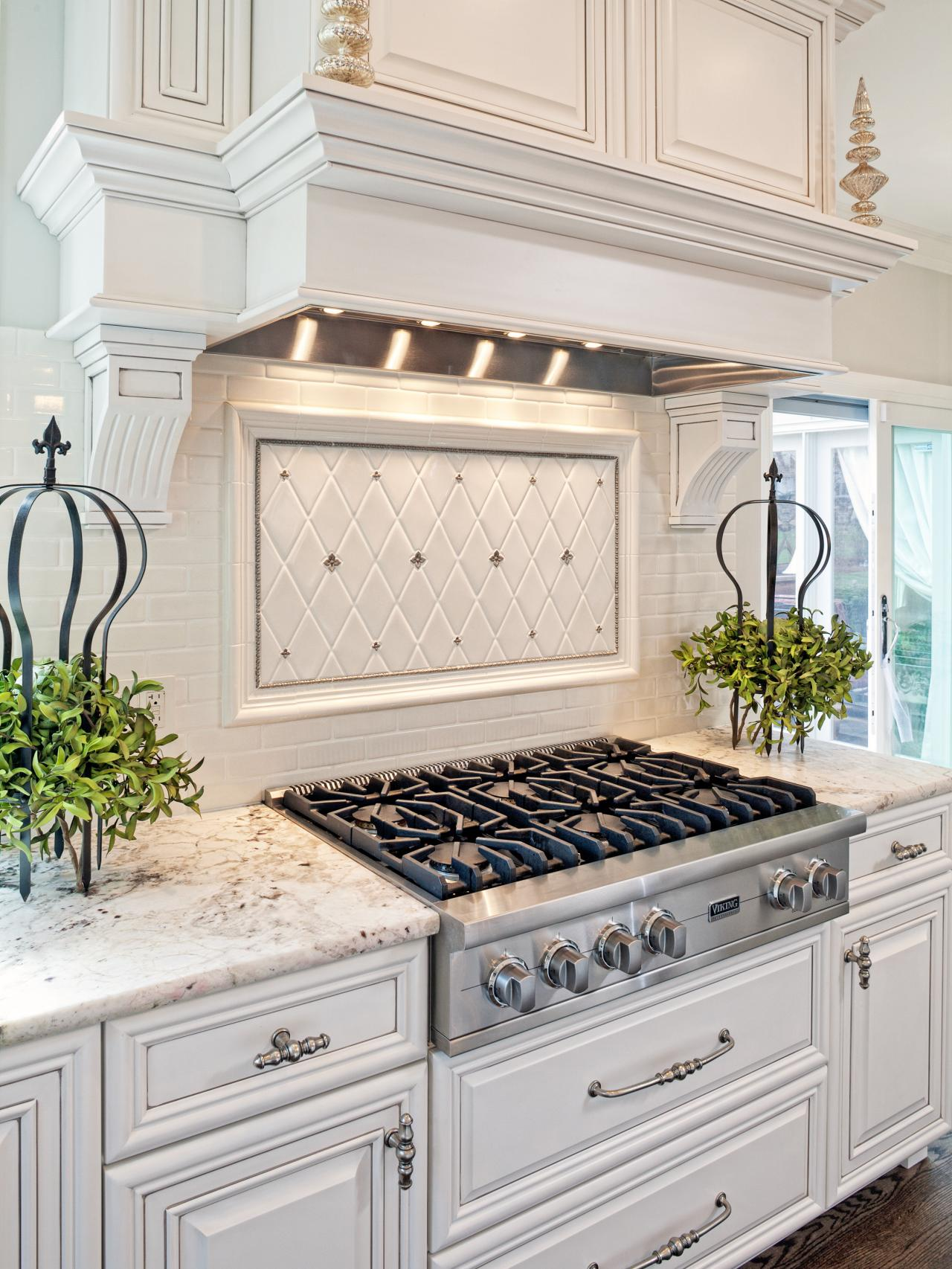 White-Traditional-Kitchen-Designs