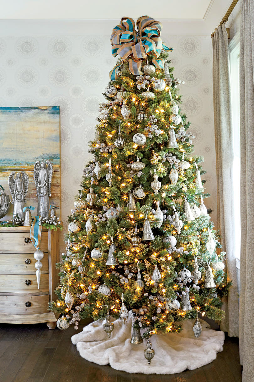 Pictures of a Christmas tree in 2017: for children, decor, cards and gifts 85