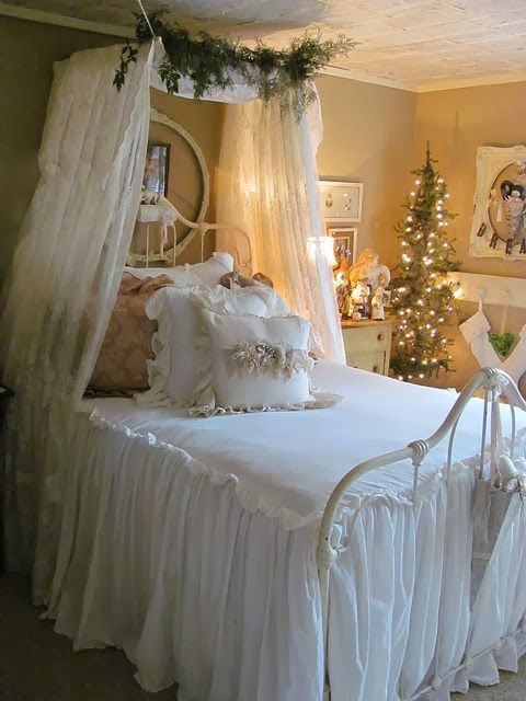 Christmas Bedroom Decor Ideas thewowdecor (12)