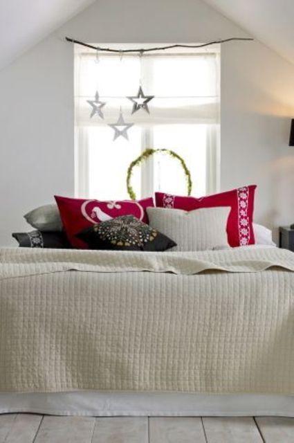 Christmas Bedroom Decor Ideas thewowdecor (23)