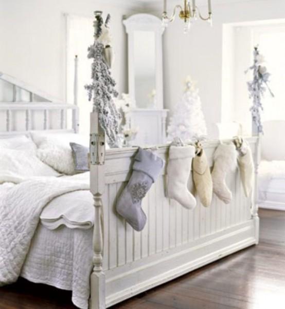 Christmas Bedroom Decor Ideas thewowdecor (7)