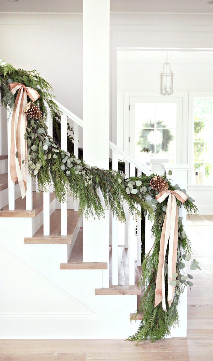 Christmas Stairs Decoration Ideas thewowdecor (13)