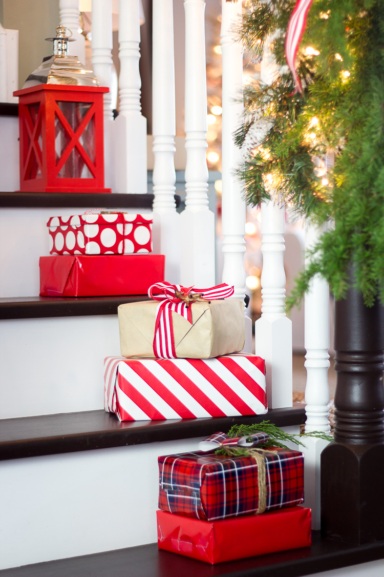 Christmas Stairs Decoration Ideas thewowdecor (18)