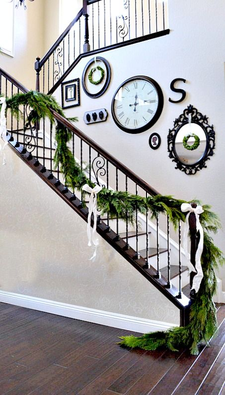 Christmas Stairs Decoration Ideas thewowdecor (22)