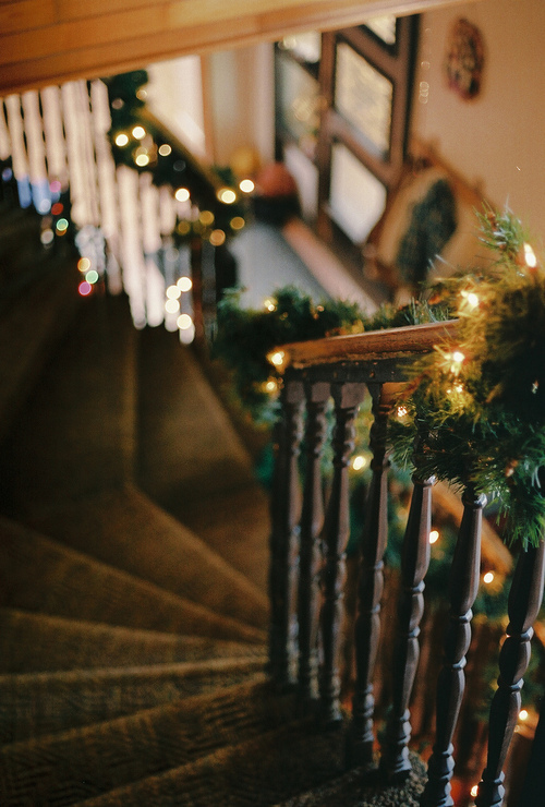 Christmas Stairs Decoration Ideas thewowdecor (23)