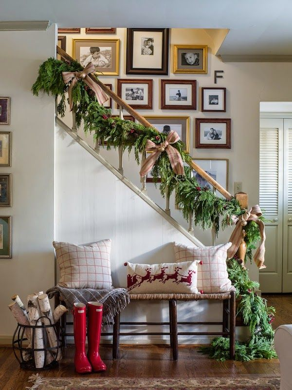 Christmas Stairs Decoration Ideas thewowdecor (29)