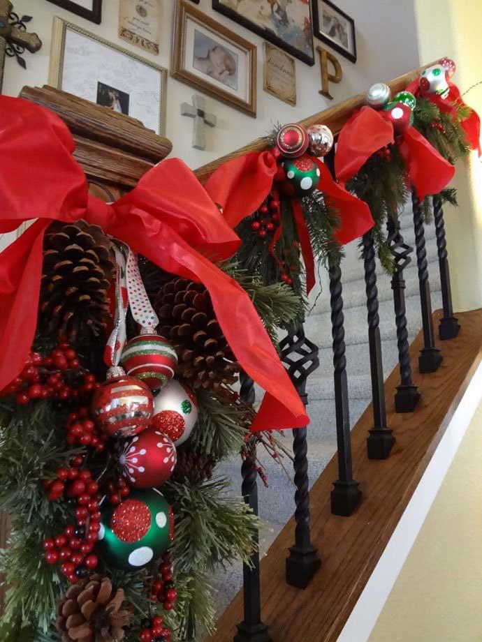 Christmas Stairs Decoration Ideas thewowdecor (32)