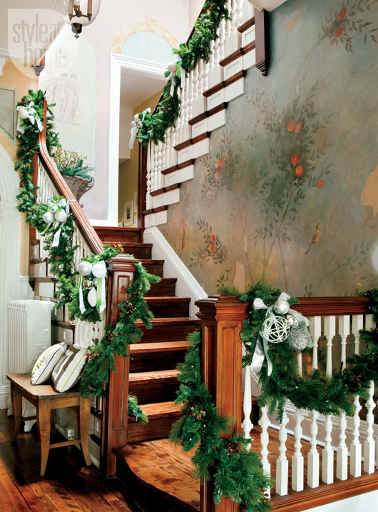 Christmas Stairs Decoration Ideas thewowdecor (34)