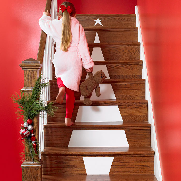 Christmas Stairs Decoration Ideas thewowdecor (43)