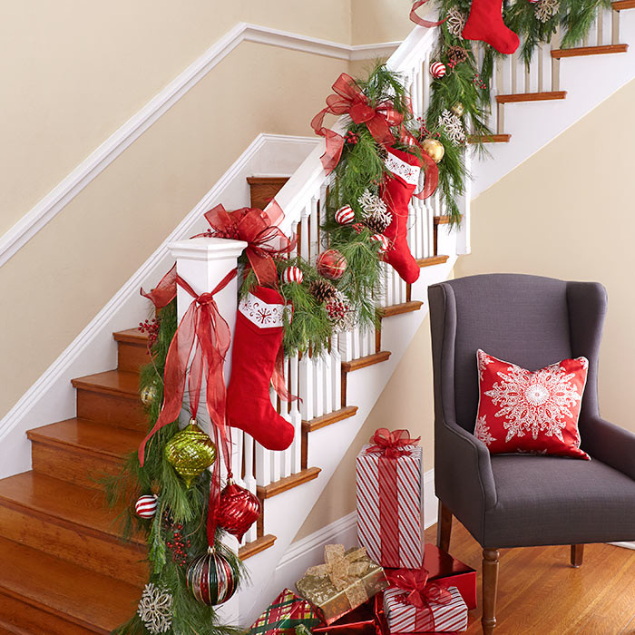 Christmas Stairs Decoration Ideas thewowdecor (9)