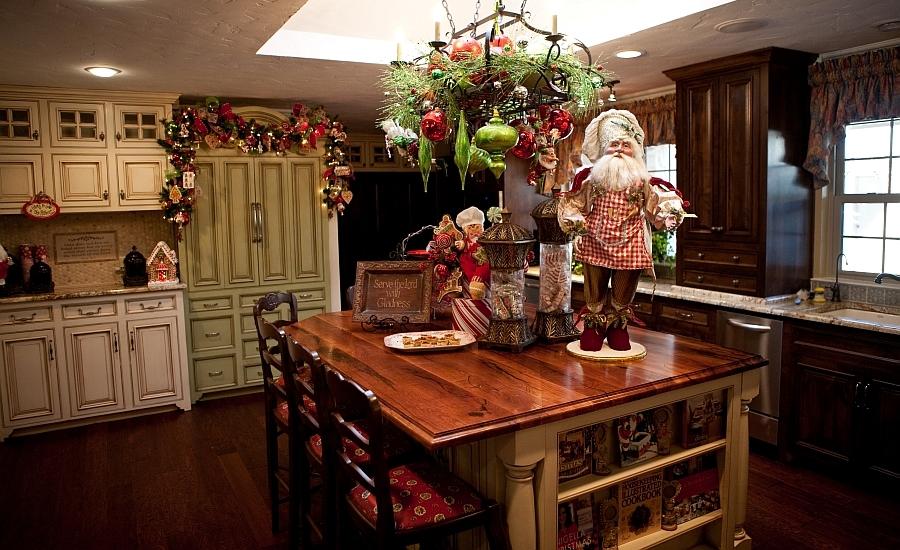 Christmas-ornaments-and-Santa thewowdecor