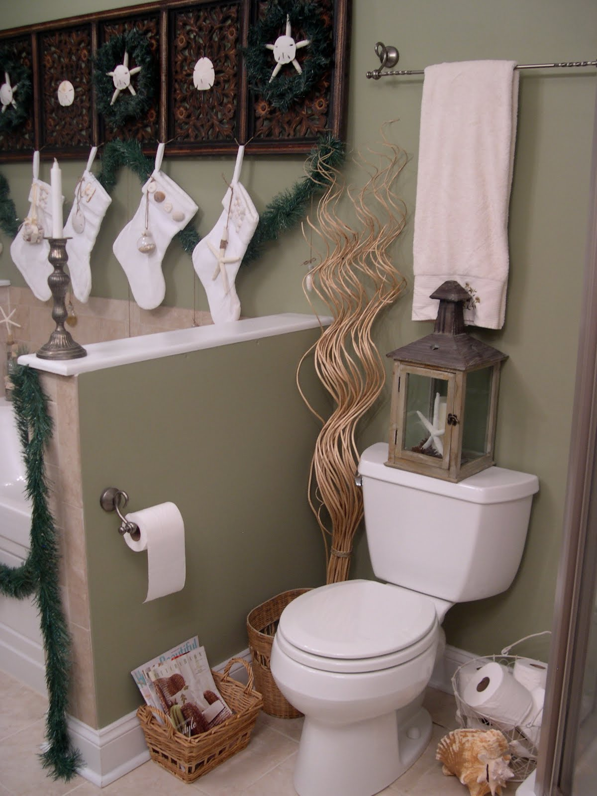 Christmas Bathroom Decorating Ideas Design