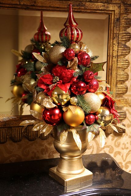 Gold Christmas Decor Ideas (10)